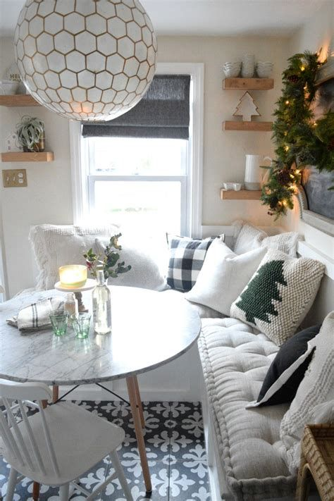 Beautiful Christmas Decorating Ideas For Tiny House 31