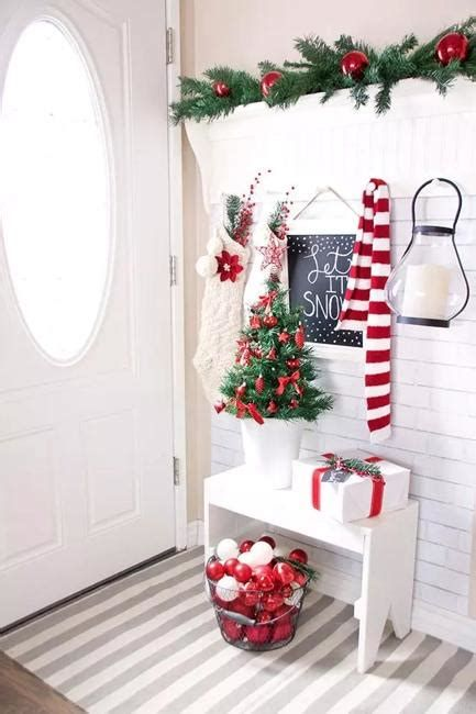 Beautiful Christmas Decorating Ideas For Tiny House 34