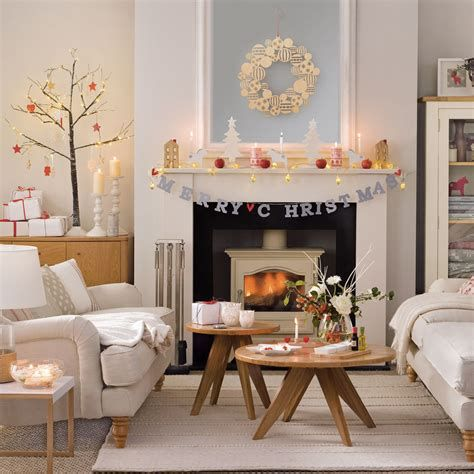 Best Christmas Living Room Decoration Ideas For Your Home 24