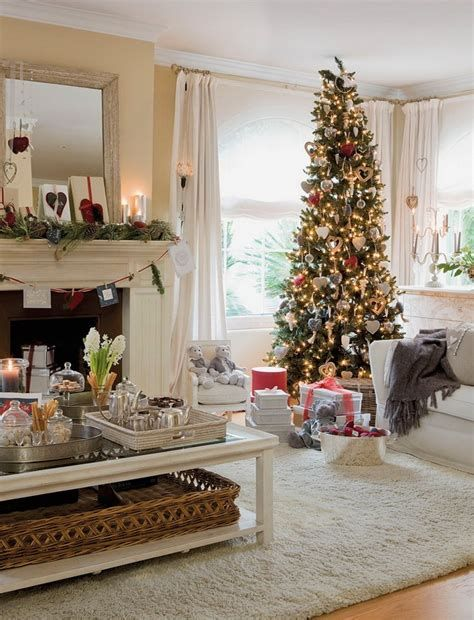 Best Christmas Living Room Decoration Ideas For Your Home 25