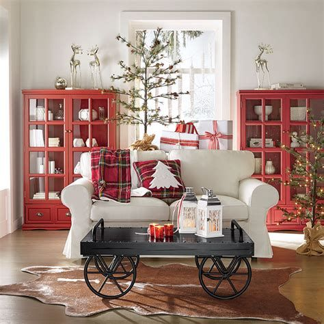 Best Christmas Living Room Decoration Ideas For Your Home 27