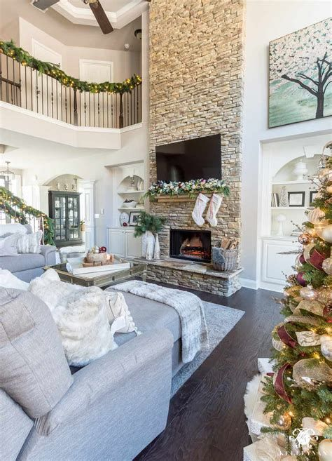 Best Christmas Living Room Decoration Ideas For Your Home 28