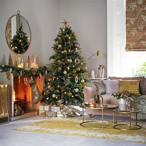 Best Christmas Living Room Decoration Ideas For Your Home 32