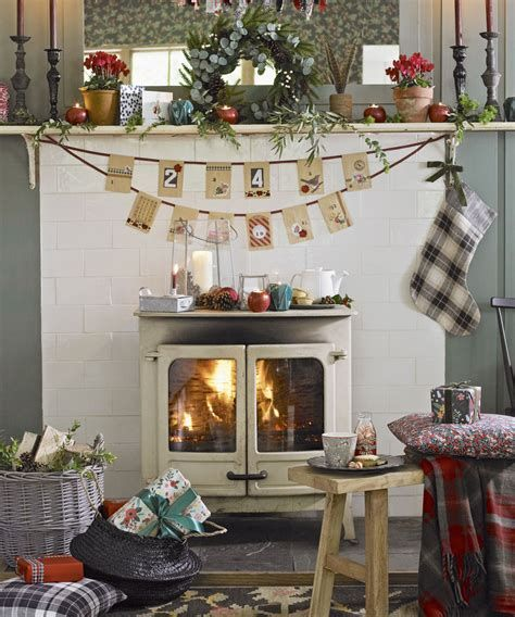 Best Christmas Living Room Decoration Ideas For Your Home 41