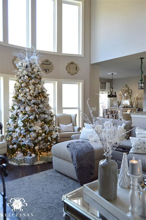 Best Christmas Living Room Decoration Ideas For Your Home 42