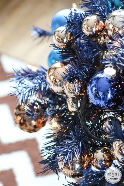 Blue And Silver Christmas Tree Decor Ideas 06