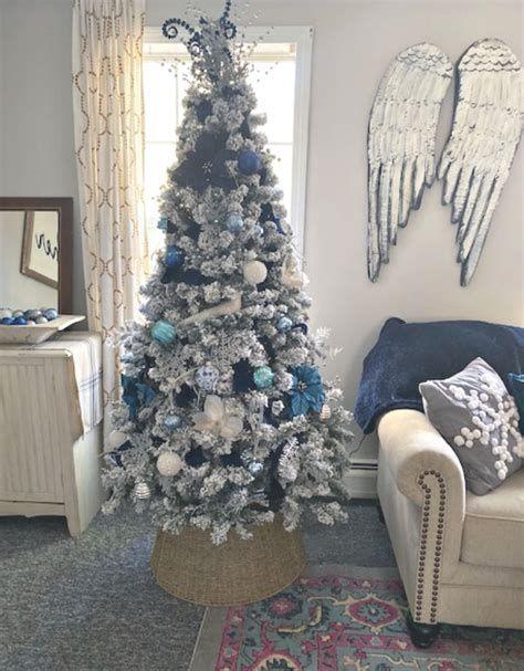 Blue And Silver Christmas Tree Decor Ideas 10