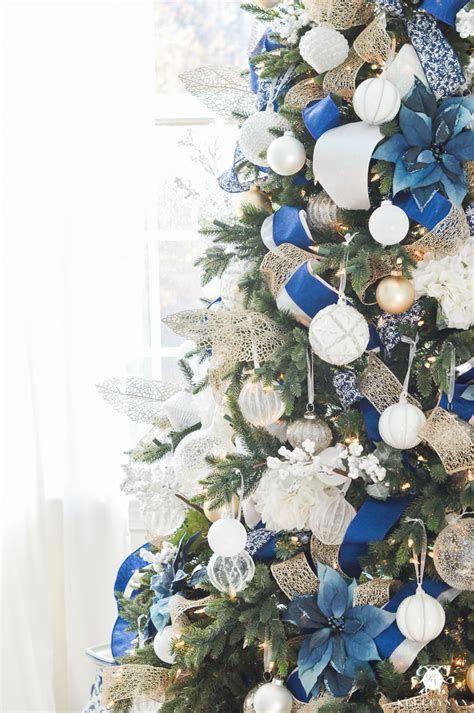 Blue And Silver Christmas Tree Decor Ideas 11
