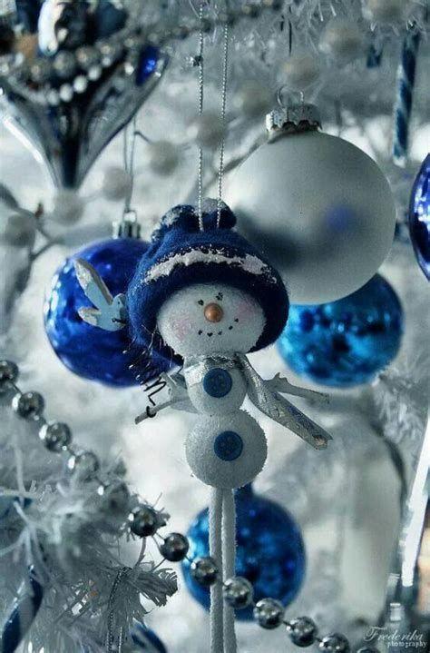 Blue And Silver Christmas Tree Decor Ideas 26