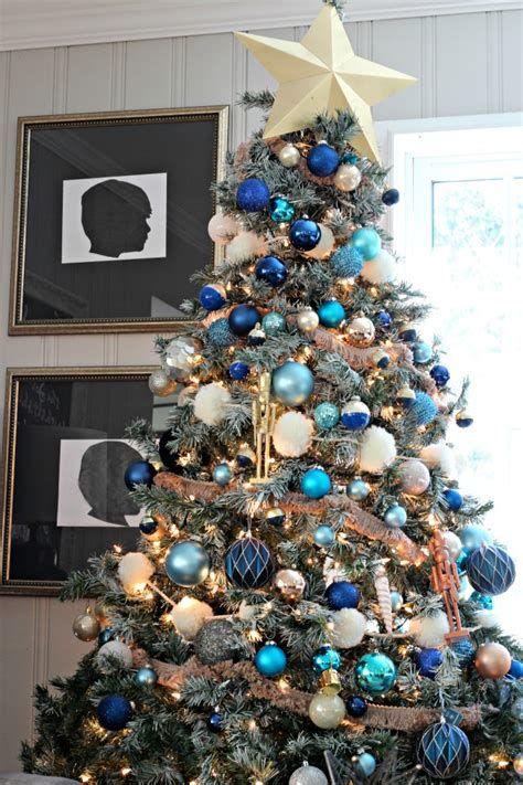 Blue And Silver Christmas Tree Decor Ideas 27