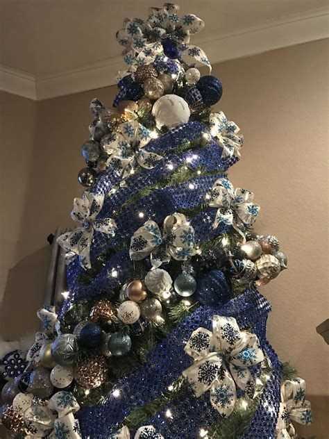 Blue And Silver Christmas Tree Decor Ideas 39