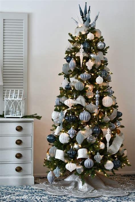 Blue And Silver Christmas Tree Decor Ideas 40