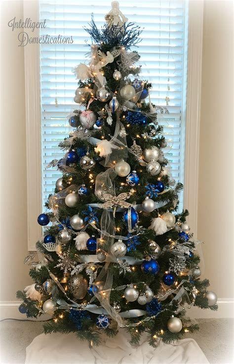 Blue And Silver Christmas Tree Decor Ideas 41