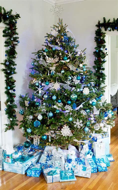 Blue And Silver Christmas Tree Decor Ideas 46