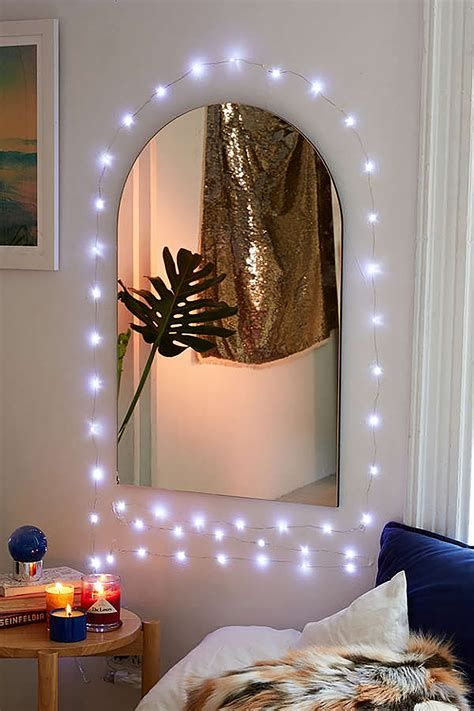 Marvelous Christmas Lighting Decoration Ideas For Your Bedroom 01