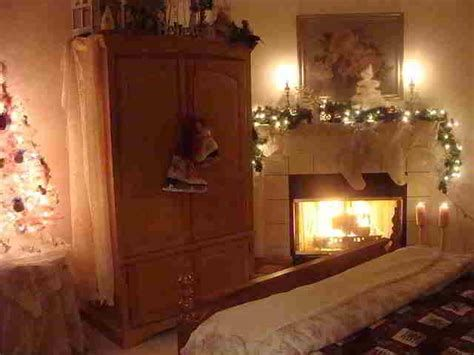 Marvelous Christmas Lighting Decoration Ideas For Your Bedroom 06