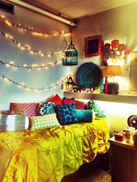Marvelous Christmas Lighting Decoration Ideas For Your Bedroom 08