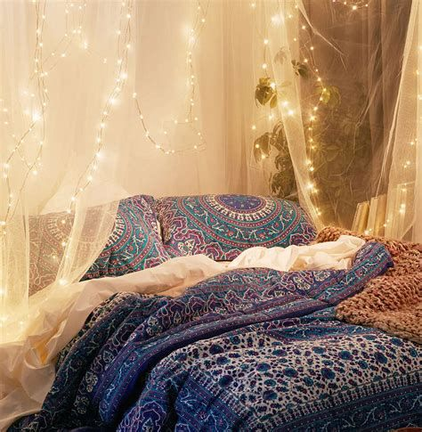 Marvelous Christmas Lighting Decoration Ideas For Your Bedroom 11