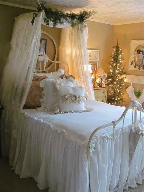Marvelous Christmas Lighting Decoration Ideas For Your Bedroom 12
