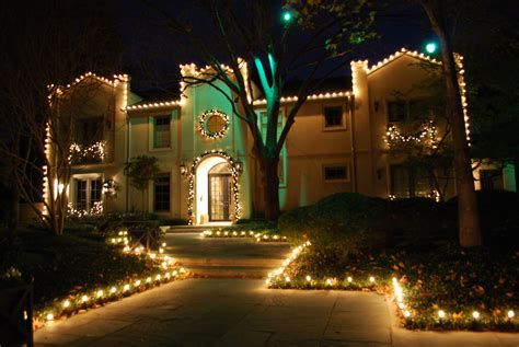 Marvelous Christmas Lighting Decoration Ideas For Your Bedroom 15