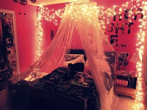 Marvelous Christmas Lighting Decoration Ideas For Your Bedroom 16