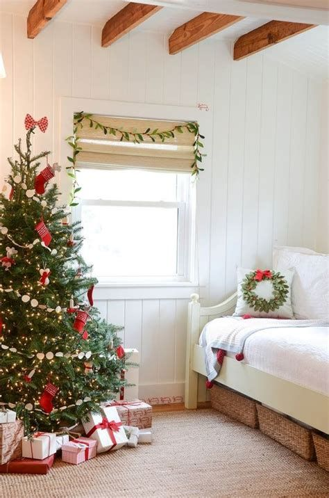 Marvelous Christmas Lighting Decoration Ideas For Your Bedroom 20