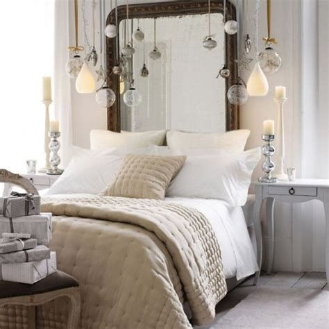 Marvelous Christmas Lighting Decoration Ideas For Your Bedroom 26