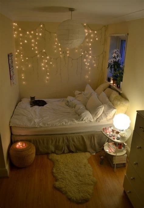 Marvelous Christmas Lighting Decoration Ideas For Your Bedroom 31