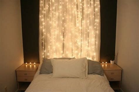 Marvelous Christmas Lighting Decoration Ideas For Your Bedroom 32