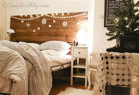 Marvelous Christmas Lighting Decoration Ideas For Your Bedroom 33