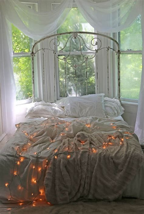 Marvelous Christmas Lighting Decoration Ideas For Your Bedroom 34