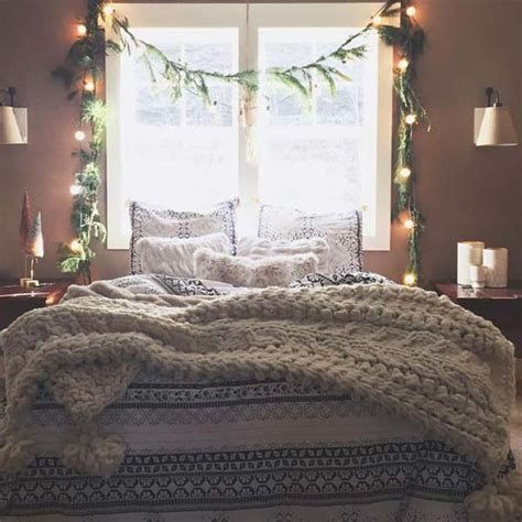 Marvelous Christmas Lighting Decoration Ideas For Your Bedroom 36
