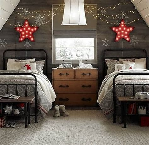 Marvelous Christmas Lighting Decoration Ideas For Your Bedroom 38