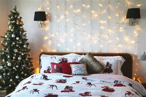 Marvelous Christmas Lighting Decoration Ideas For Your Bedroom 39