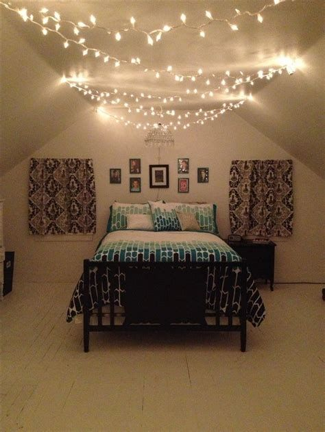 Marvelous Christmas Lighting Decoration Ideas For Your Bedroom 40