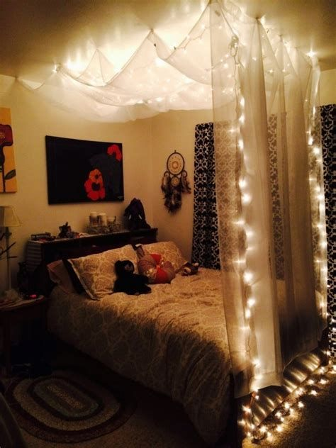 Marvelous Christmas Lighting Decoration Ideas For Your Bedroom 41