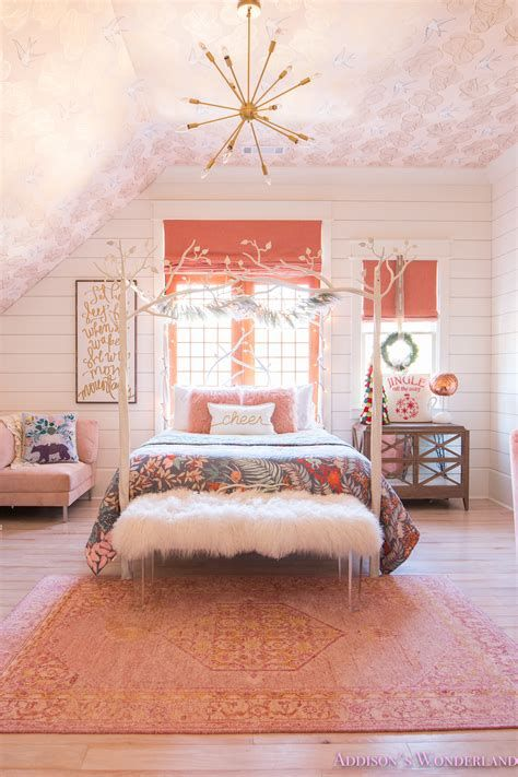 Marvelous Christmas Lighting Decoration Ideas For Your Bedroom 42
