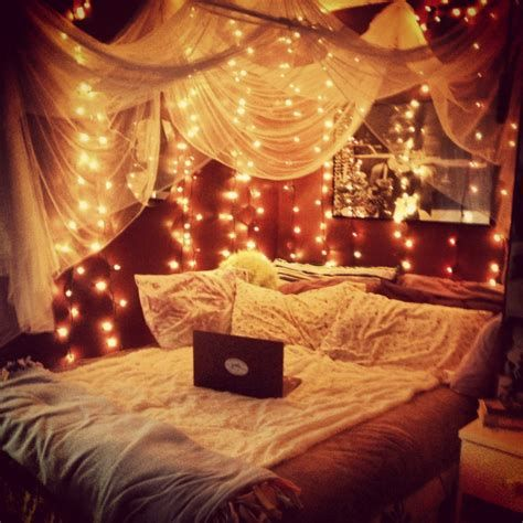 Marvelous Christmas Lighting Decoration Ideas For Your Bedroom 43