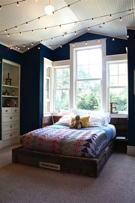 Marvelous Christmas Lighting Decoration Ideas For Your Bedroom 45