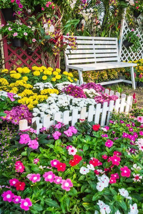 Marvelous Winter Garden Design For Small Backyard Landscaping Ideas 13