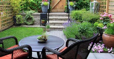 Marvelous Winter Garden Design For Small Backyard Landscaping Ideas 19