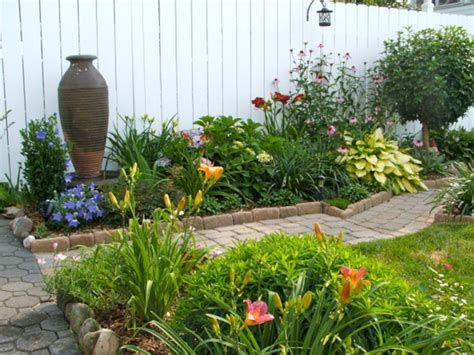 Marvelous Winter Garden Design For Small Backyard Landscaping Ideas 31