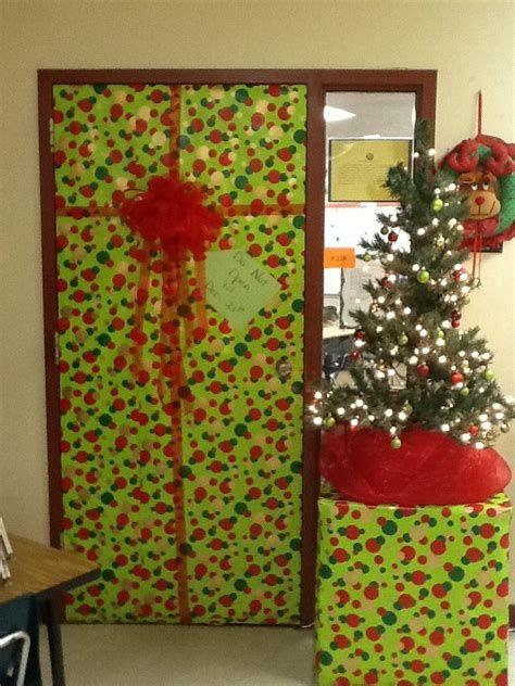 Most Popular Door Christmas Decor Ideas For Inspirations 12