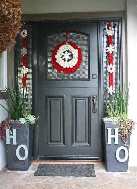 Most Popular Door Christmas Decor Ideas For Inspirations 19