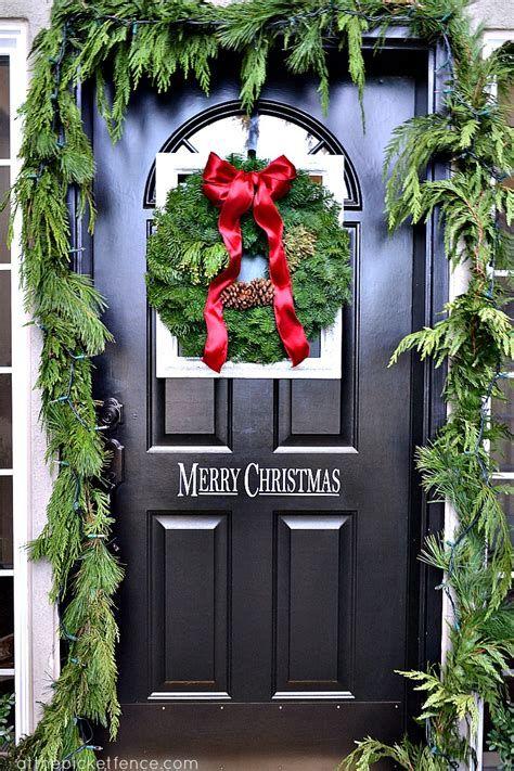 Most Popular Door Christmas Decor Ideas For Inspirations 20