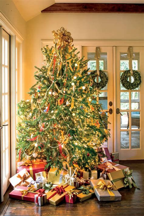 Stunning Christmas Tree Decorations Ideas For Inspiration 25