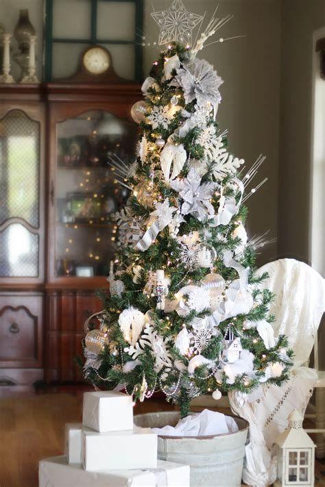 Stunning Christmas Tree Decorations Ideas For Inspiration 29