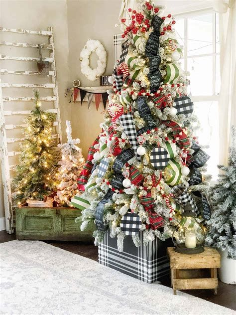Stunning Christmas Tree Decorations Ideas For Inspiration 34
