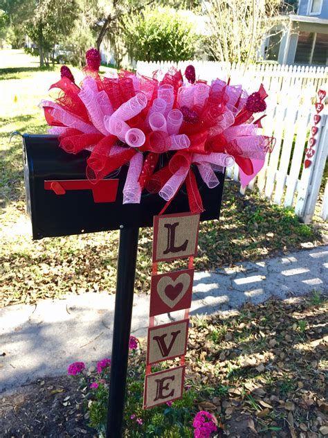 Adorable Valentine Mailbox Decorating Ideas Ideas 04