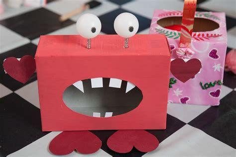 Adorable Valentine Mailbox Decorating Ideas Ideas 05